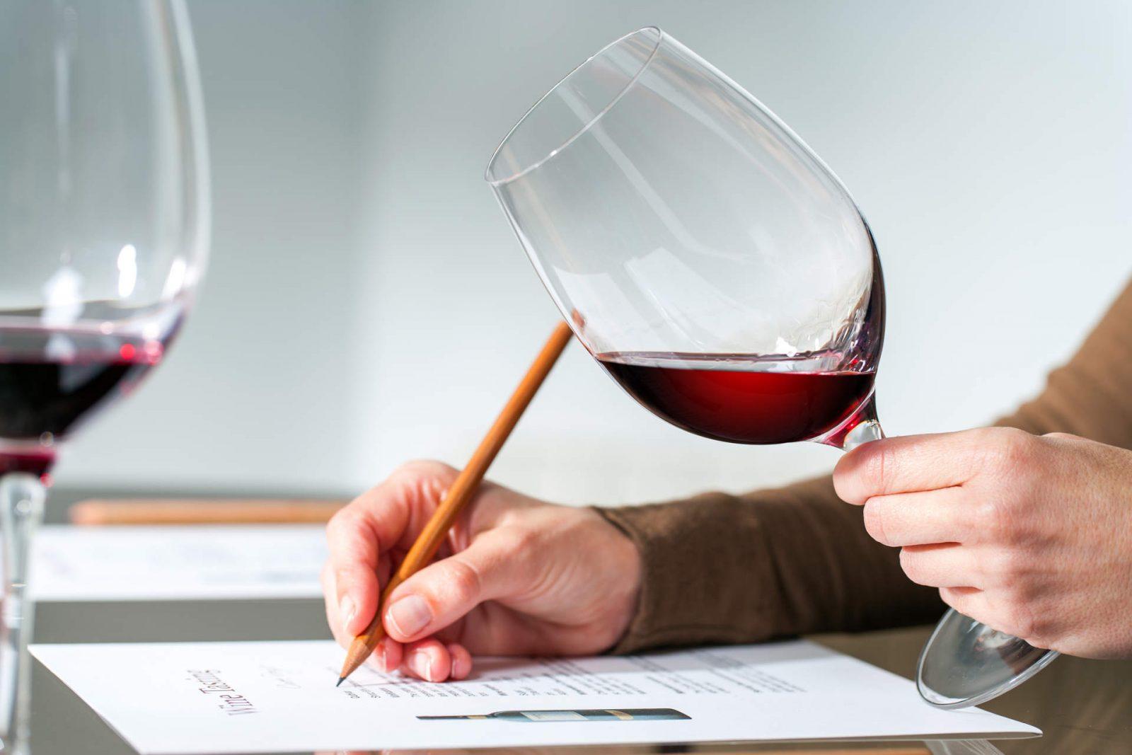 Meno trasferte, più investimenti digital: il vino italiano si rinnova