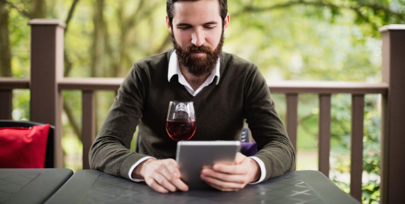 Cosa occorre e come iniziare a vendere vino all'estero online